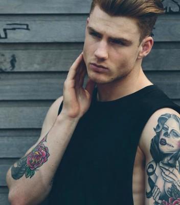 Le charmeur tatoué