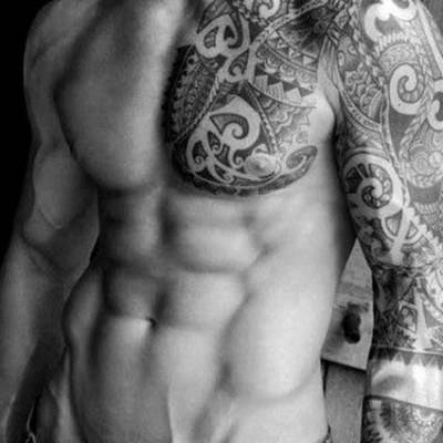 Un corps parfait de tatoué