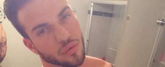 selfie sexy dans la salle de bains