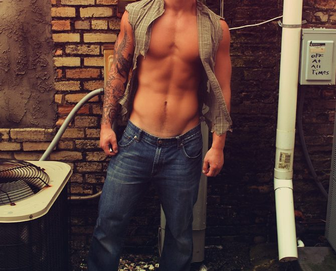 the boy next door homme tatoué