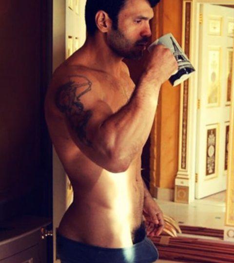un matin à paris un homme tatoué